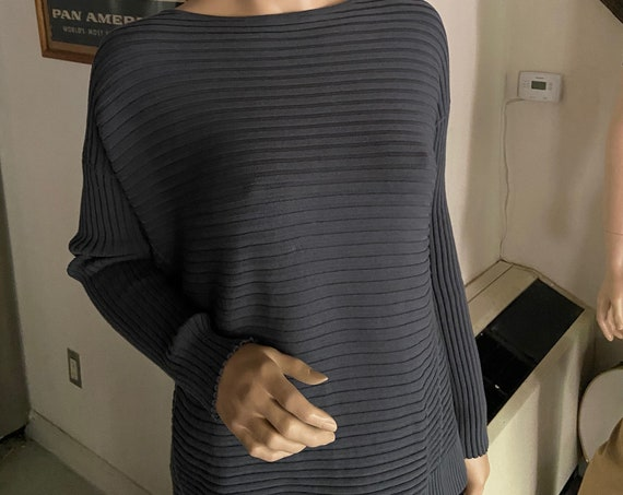 Beautiful Lafayette 148 Grey Viscose Ribbed 1990s Classy Sweater   Size Medium