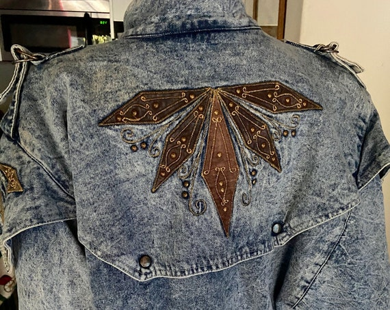 Awesome Vintage 1980s Denim Washed Jacket with Dolman Sleeves and Brown Geometric Print on Front and Back