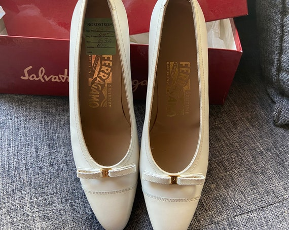 Deadstock White Leather Ferragamo Shoes with Tiny Bow Size 6AAA