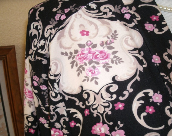 Nice floral print kimono style robe/jacket with belt,size s/m.