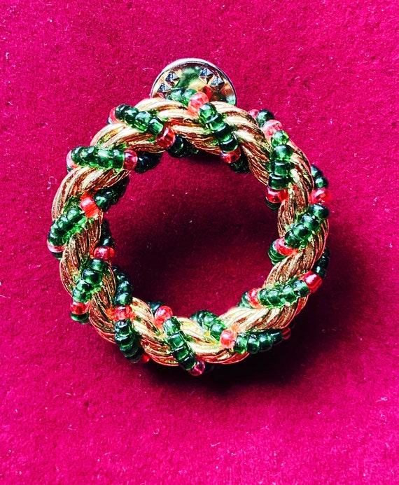 Pretty Green and Gold Christmas Wreath Brooch Pin Badge