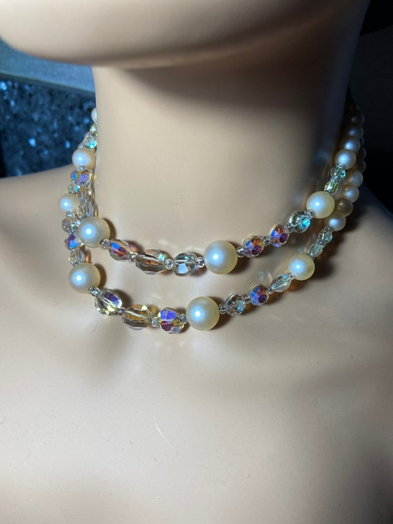 Pretty 1960s Faux Pearl and Iridescent Glass Bead Necklace