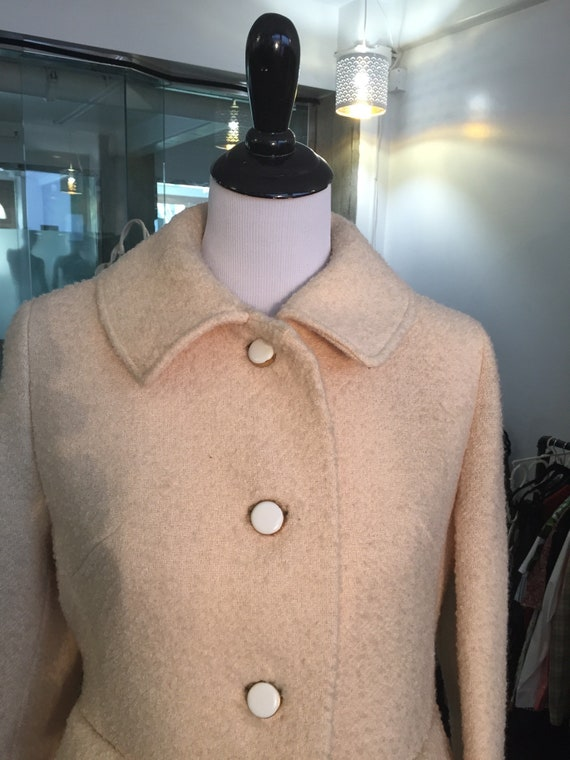 Lovely Vintage 1960s Cream Driving Coat with Cream Plastic and Metal Buttons