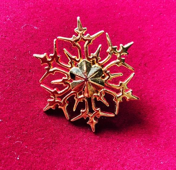 Lovely Gold Christmas Snowflake Brooch Pin badge