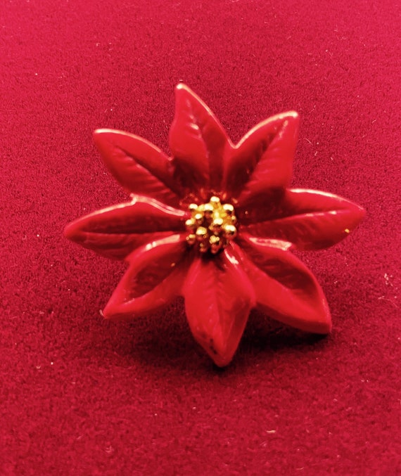 Pretty Christmas Chrysanthemum Brooch Pin Badge