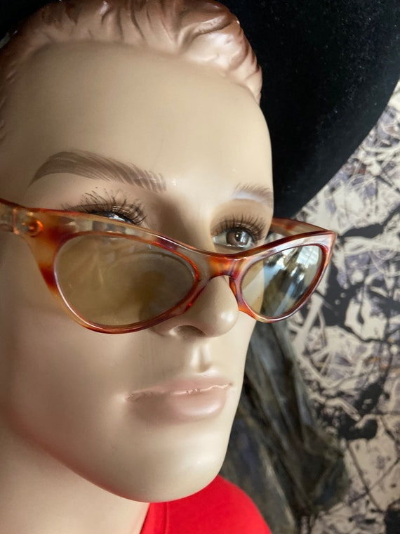 Vintage 1960s Nilson CatEye Tortoise Colored Sunglasses