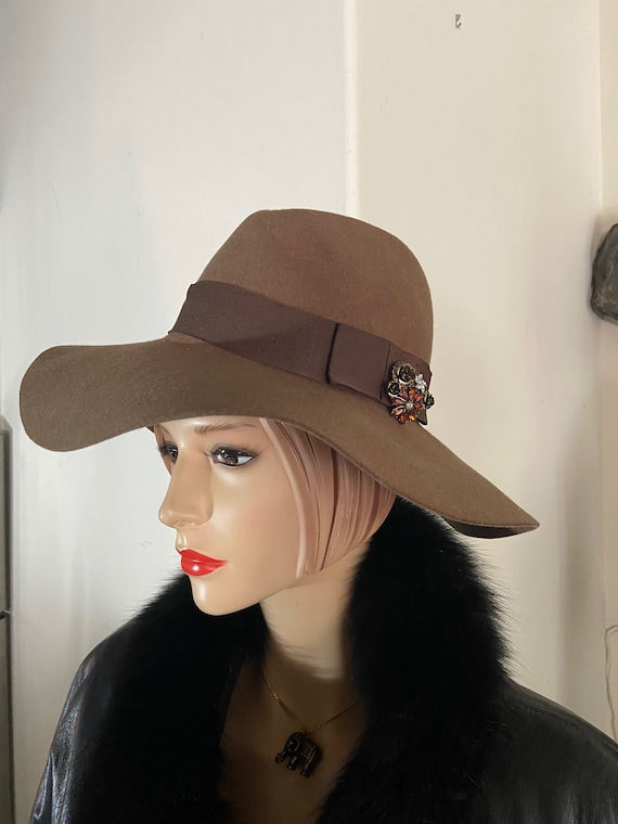 """Brown Brixton Supply Co Floppy Fedora Upcycled with a Vintage 1960s Brooch Sz Small (7, 22"""")"""