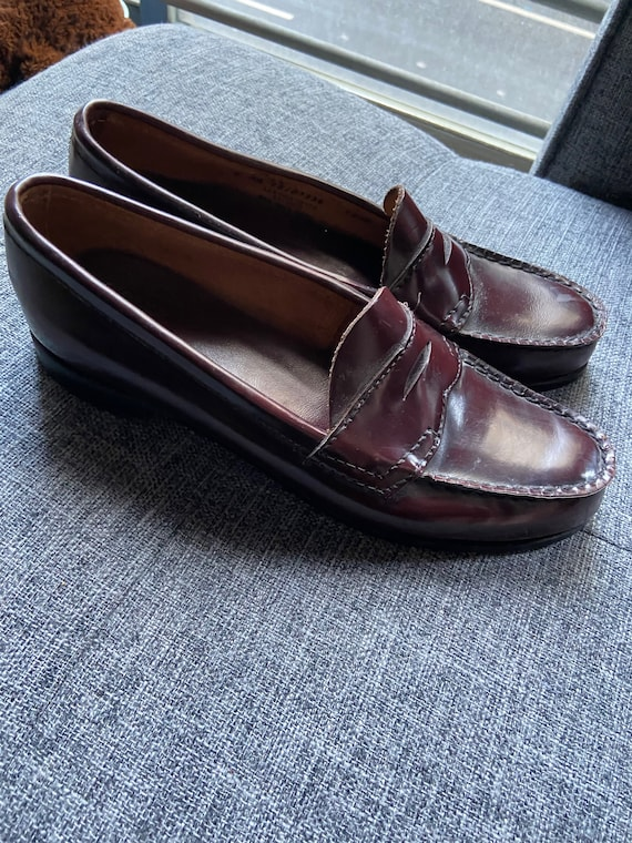 Vintage 1970s Women's Bass Weejun Brown Penny Loafers Size 8