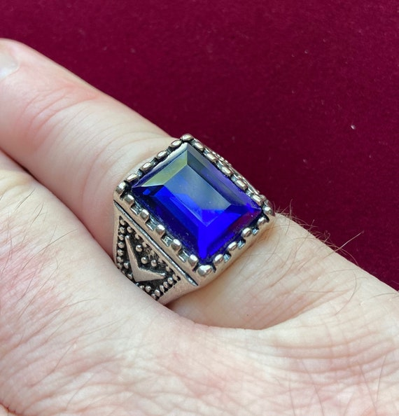 Mens Shiny Faux Sapphire Ring with Silver Toned Band Size 8