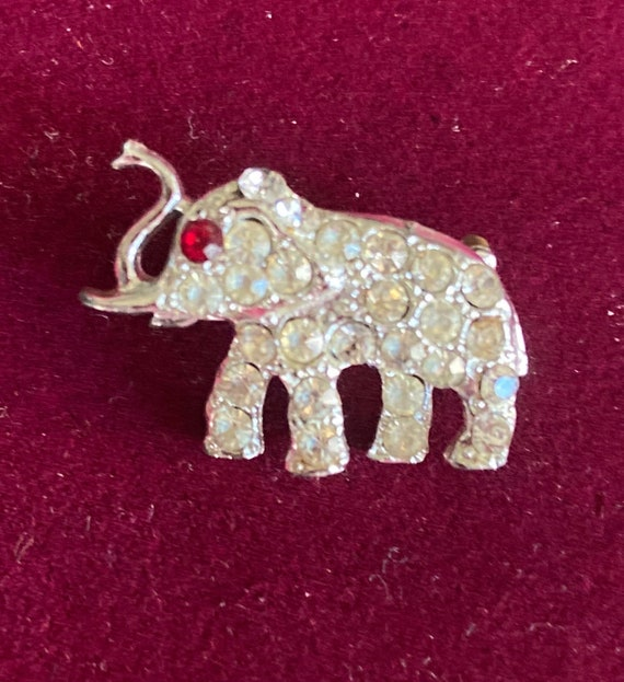 Vintage 1960s Tiny Elephant Brooch with Rhinestone Accents