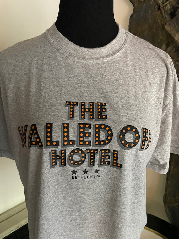 The Walled Off Hotel Banksy Tee T-Shirt Size Medium