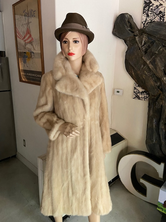 Luxurious Birger Christensen 3/4 Length Creamy Champagne Colored Mink Coat Made in Denmark
