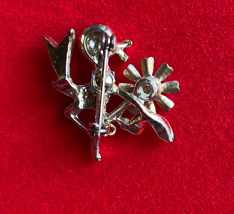 Tiny Little 1960s Birdie with Flower and Pearl Accent Brooch Pin