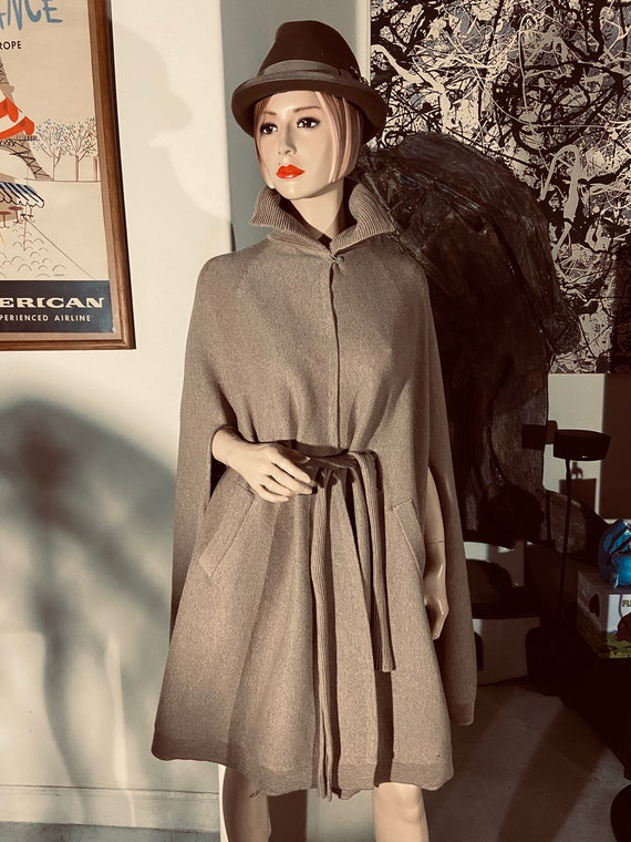 Stunning Thierry Mugler 100% Virgin Wool Sand Colored   Cape Jacket