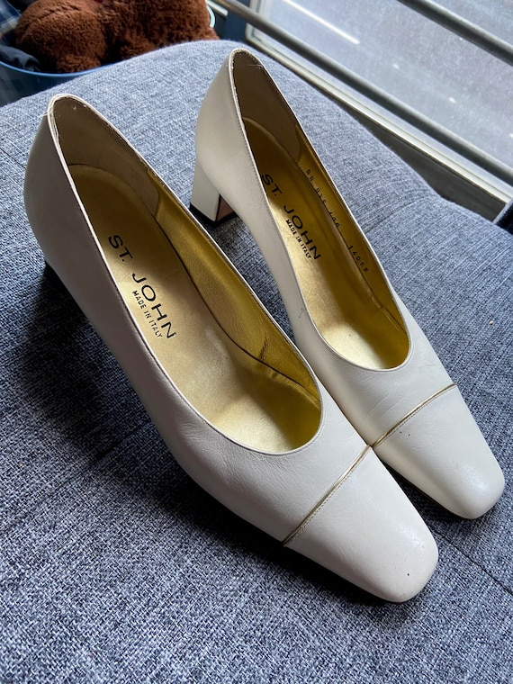 1970s St. John White Leather Pumps with Gold Accents Size 8.5