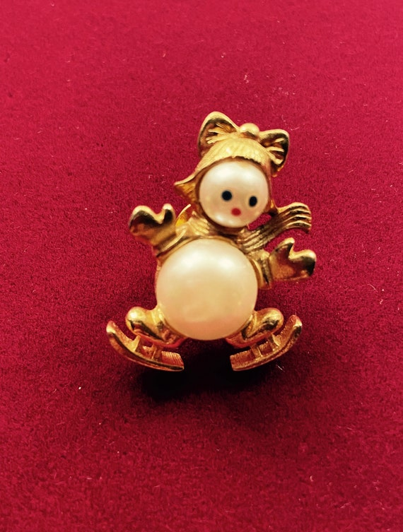 Adorable Christmas Snowman on Ice Skates Brooch Pin Badge