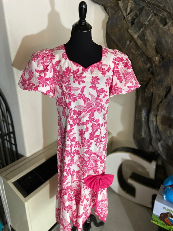Pretty in Pink and White Hawaiian Dress with Pouf Sleeves and Adorable Bow from Shannon Marie Size Medium