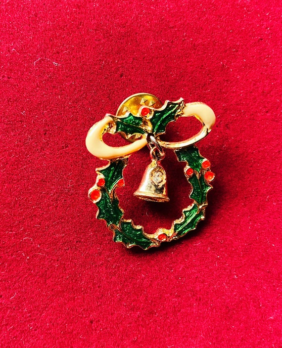 Cute Christmas Wreath with Bell Brooch Pin Badge