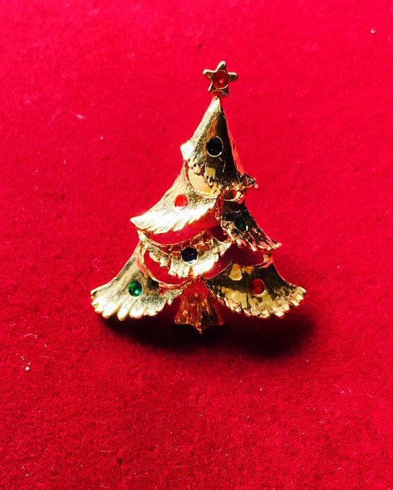 Pretty Gold Christmas Tree Brooch Pin Badge