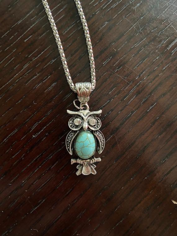 Vintage 1970s Faux Turquoise Owl Pendant Necklace