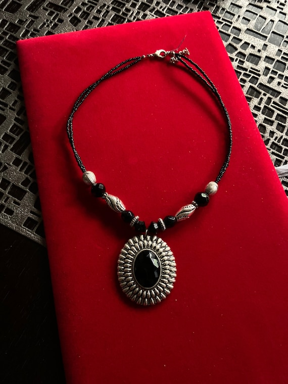 Beautiful Vintage 1960s Black Onyx and Silver Toned Beaded Necklace/Choker