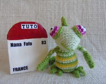 Tuto ou Patron Caméléon au crochet en français et en anglais