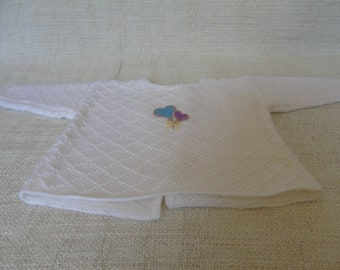 Baby wool brassiere, birth size, hand-knitted, white color and small balloon crest