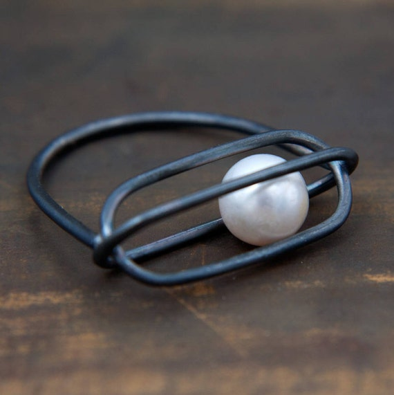 Moving Pearlitsa Long white pearl by Ariadni Kypri silver minimal ring with tiny undrilled moving pearl YDOR collection