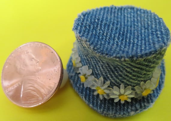 Dollhouse White Knitted Hat
