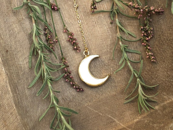 Boho Carved Shell Crescent Moon 14K Gold Lariat Necklace