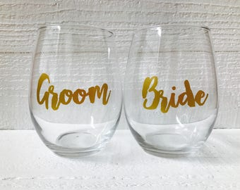 Bride and groom wine glass set / wedding / bridal party / bride to be / groom to be /personalize / stemless wine glass