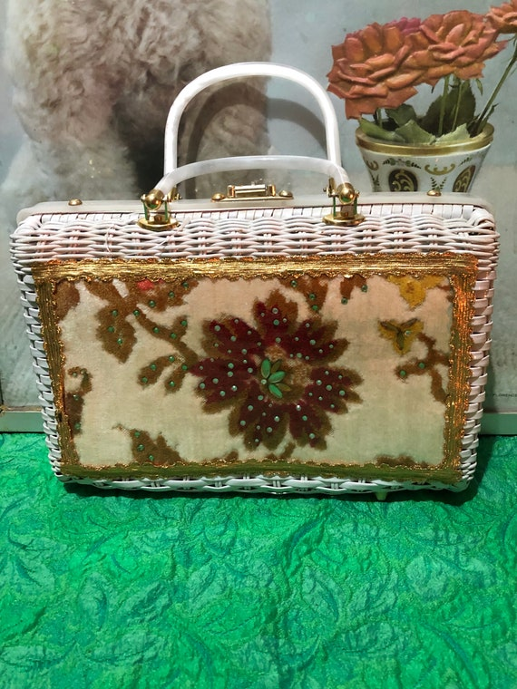 Vintage Wicker Handbag w Lucite Handle Charming by