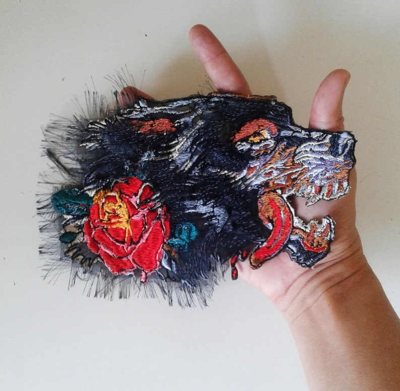 p moks211 wolf embroidered patch