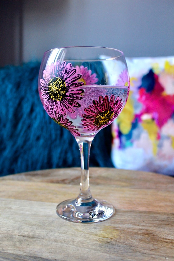 Hand Painted Pink Daisy Gin Bulb Glass / For her / Birthday Gift / Bridesmaid Present / Gift for Gin Lovers / Wedding Gift / Unique Gift