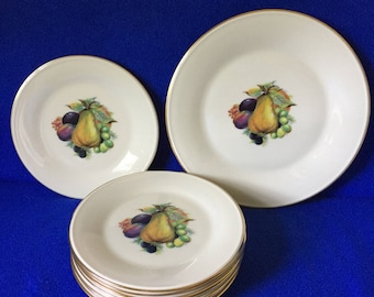 Lenox luncheon/ dessert set.  Lenox pear nine piece set. Lenox discontinued pear plates made in USA. Lenox special fruit plates.
