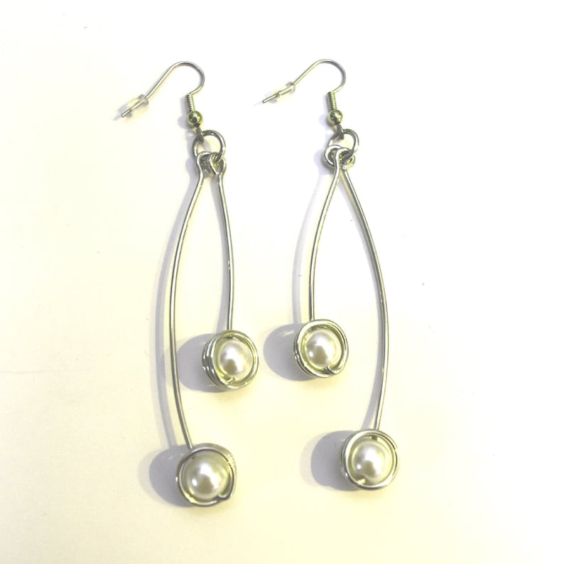 Aluminum decorated with two pearl bead pendant earrings light image 0