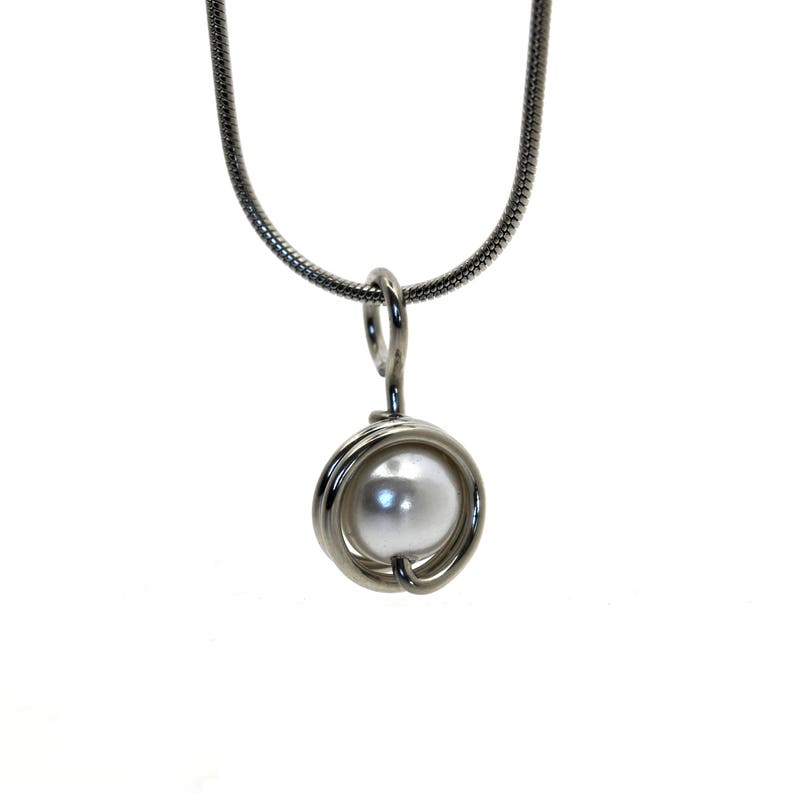 Aluminum wire decorated with a pearl bead pendant mounted on image 0