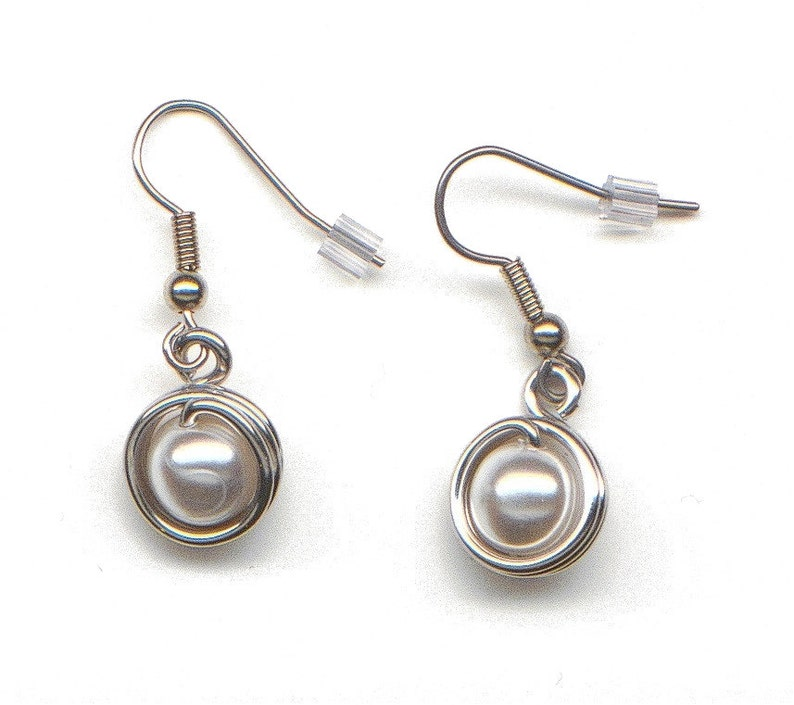 Aluminum decorated with a pearl bead earrings light weight image 0