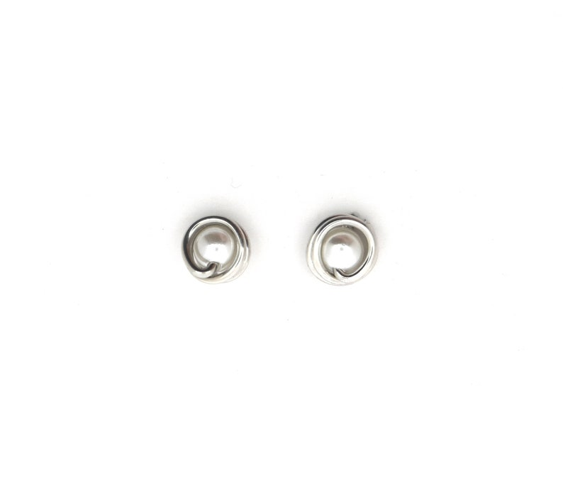 Small round pearl studs earrings light weight image 0