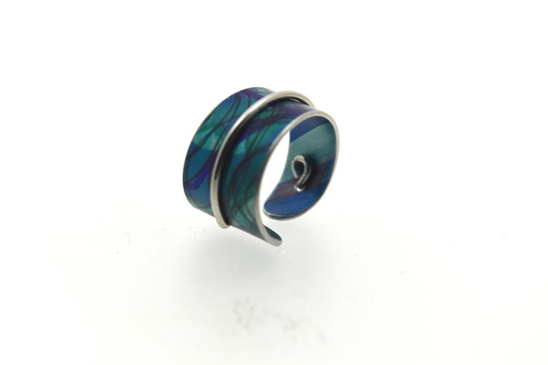Adjustable anodized aluminum ring with decorative wire lime & image 0