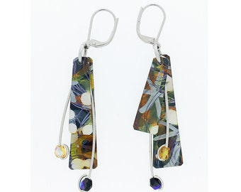 Anodized aluminum sheet and wire reversible earrings with beads, unique, original and chic, black / grey