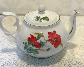 Duchess Poppies Medium Teapot