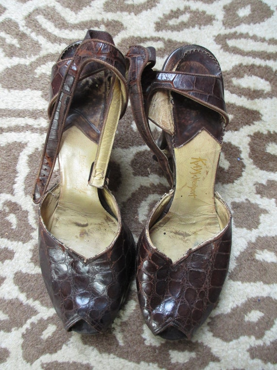 Vintage 1940s Ladies Ankle Strap Heels - Brown Ali