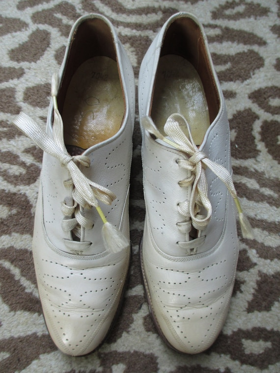 Vintage 1930s Ladies Oxfords - White Leather Laceu