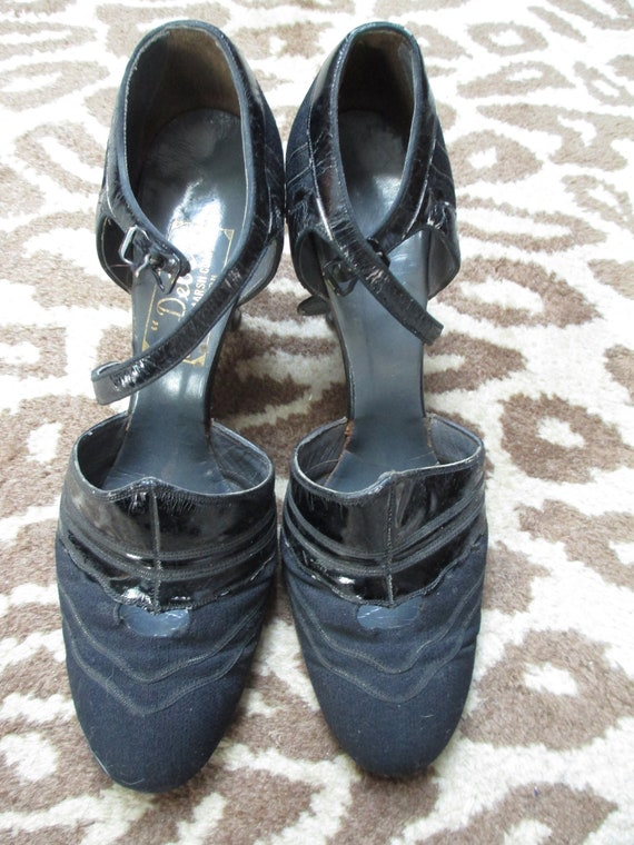 Vintage 1930s Ladies Shoes - Black Fabric and Leat