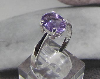 Ring 925 sterling silver decorated with Amethyst size 54
