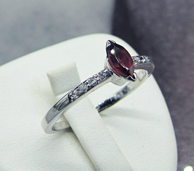 Small White Silver Garnet Zirconiums Ring Jewel Natural Gemstone Gem Birthday present