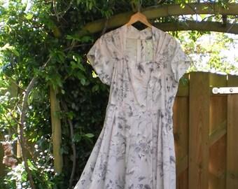 d0c7f48fa49c1b Nylon jurk uit de jaren vijftig