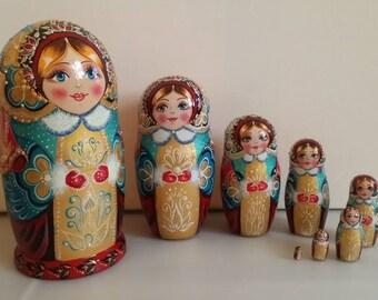 Very cute matryoshka Russian doll, nesting dolls 8 pieces
