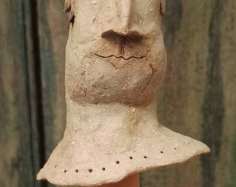 Character head, head of clay, ceramic, figure, hand-formed, painted, double burned, frost hardy, with wooden platform. Rolf